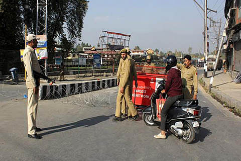 Govt foils 'Raj Bhawan Chalo' with curbs