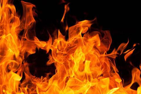 Truck set ablaze on highway in south Kashmir