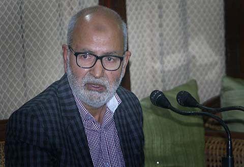 Kashmir: Naeem Akhtar condemns burning of schools, calls it colossal loss