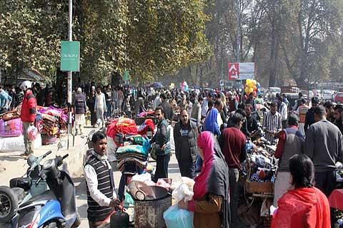 Shoppers in droves throng 'Sunday Market'