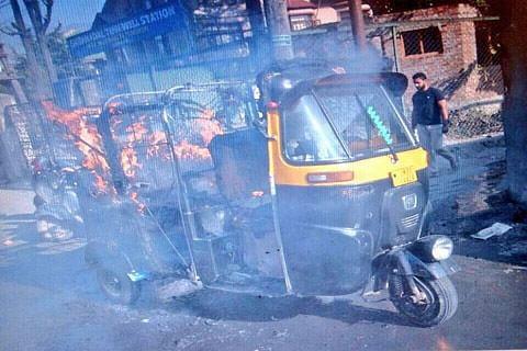 Truck, auto-rickshaw set ablaze in Srinagar