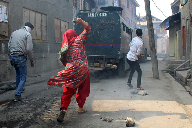 Massive Clashes In Anchar Soura
