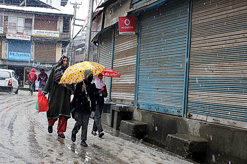 Ensure reopening of Kashmir schools, Centre tells JK