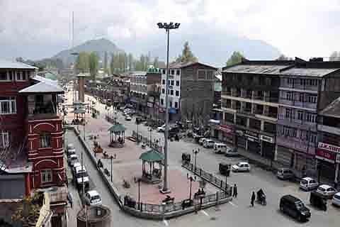 Day 116: Uneasy calm prevails in Kashmir