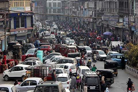 DAY 127: Curfew lifted from Srinagar parts; shutdown continues
