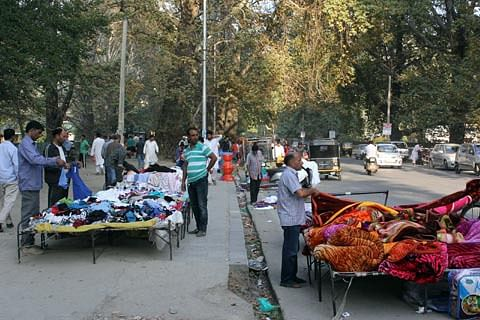 Day 128: Markets coming back to life, banks witness rush in Kashmir