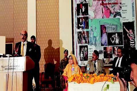 Pak artist sings for Kashmir