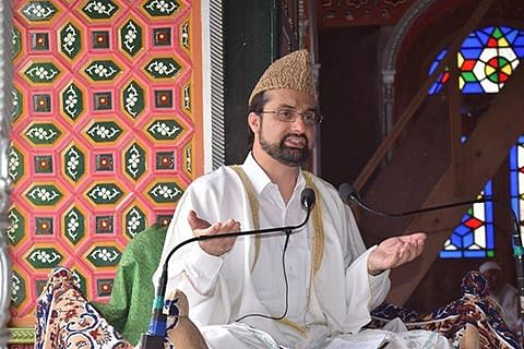Mirwaiz urges pvt schools to give relaxation in fee