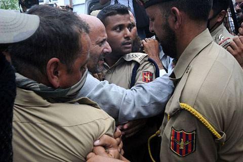 Legislator Rasheed defies restrictions to offer prayers at Jamia Masjid, detained