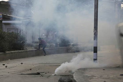 Cops in civvies arrest Hurriyat leader in south Kashmir