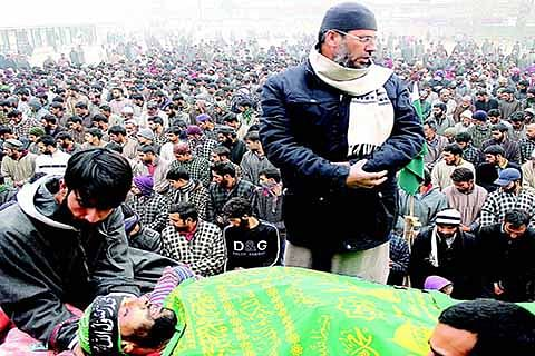 Amid protests, slain militant laid to rest in Kakapora