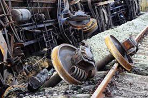 Toll rises to 142 in Kanpur train derailment