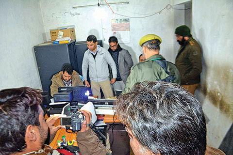 Gunmen loot Rs 12 lakh from JKB in Chrar-i-Sharif