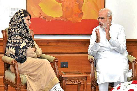 Mehbooba meets PM, seeks CBMs for Kashmir