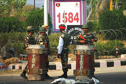 Barricades, searches return on Srinagar-Jammu highway