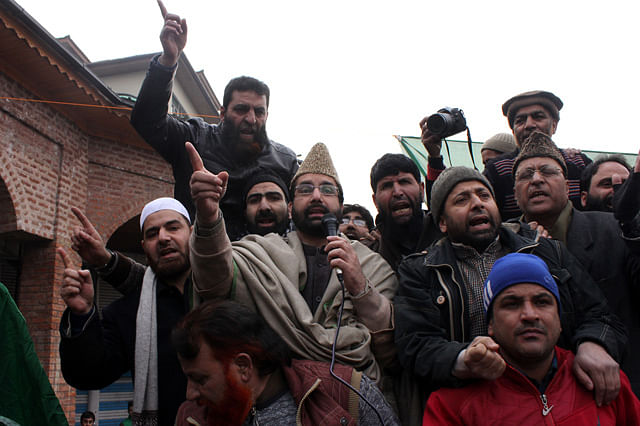 Clashes in Nowhatta After Mirwaiz Addresses Rally Outside Jamia Masjid