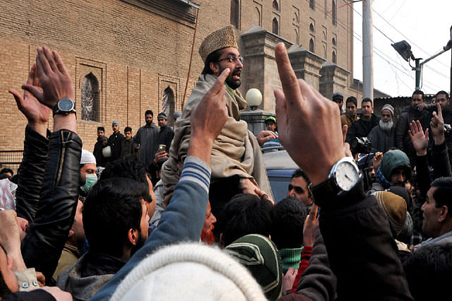 Domicile row: Mirwaiz leads protest outside Jamia Masjid