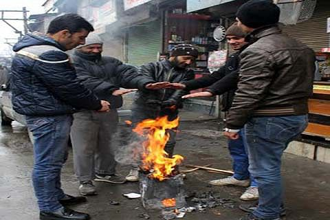 Sub-zero night temperatures freeze Kashmir