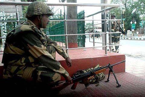 'BSF arrest retired Pak army soldier, foil infiltration bid'