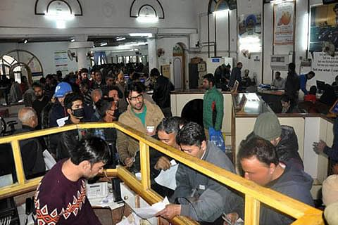 Day 35 of demonestisation: Banks, ATMs still crowded
