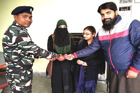 Good Samaritans: Kishtwar girls return Rs 30000 found on roadside