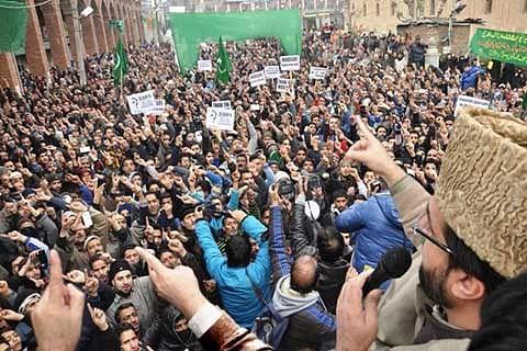 Armed rebellion result of choking political space: Mirwaiz