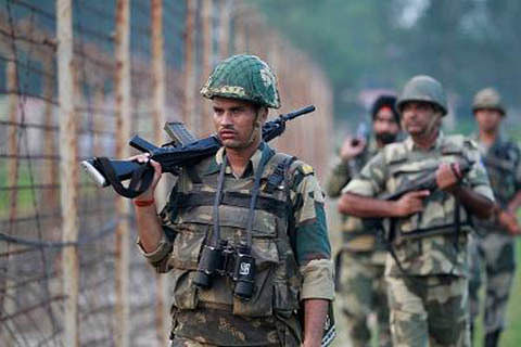 Pak troops targets posts, civilian areas in Poonch: Army