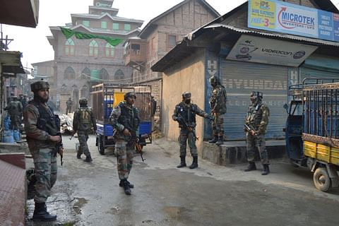 Video: Three army soldiers killed in Pampore militant attack