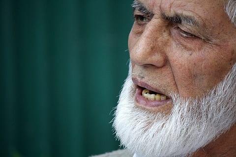 Geelani congratulates Fayaz Kaloo, says journalistic fraternity traversing rough path