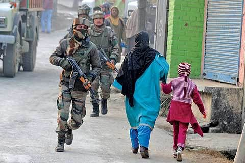 3 army men killed, 2 injured in Pampore attack