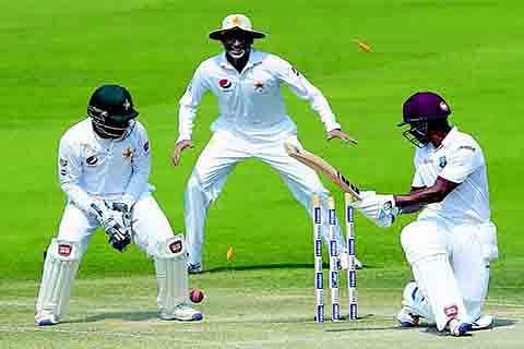 Australia v/s Pakistan | Visitors struggle to save pink-ball Test