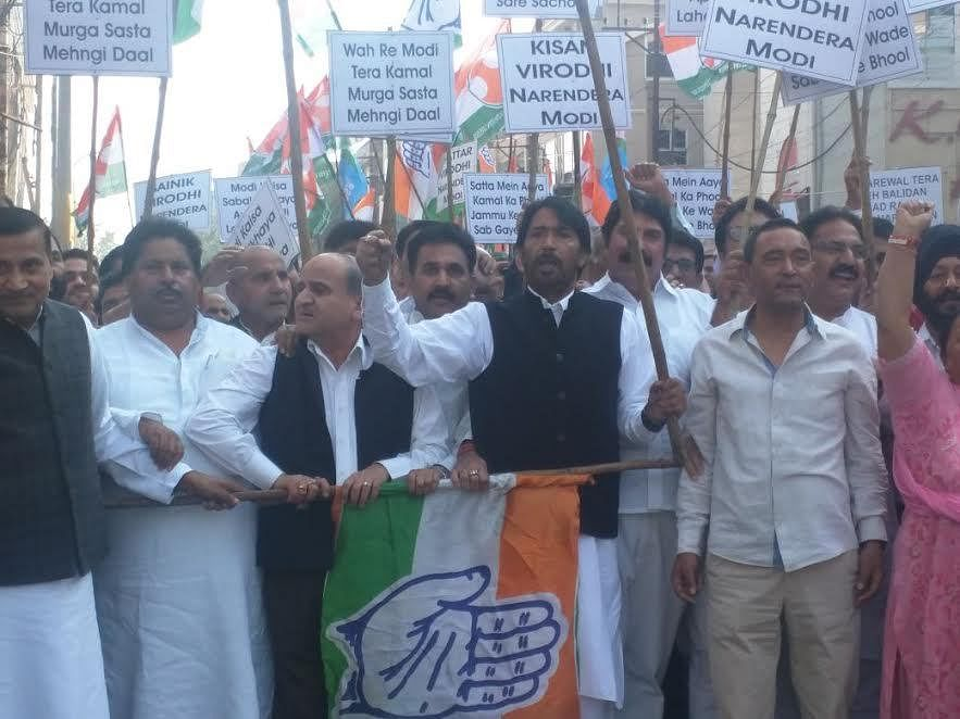 """Cong holds protest, terms Rs 2000 crore package as """"cruel joke"""" with PAK refugees"""