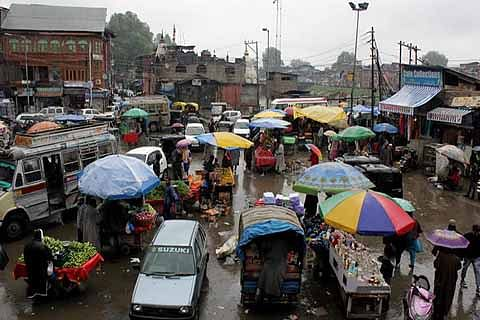Vendors occupy footpaths in city-centre, authorities in slumber