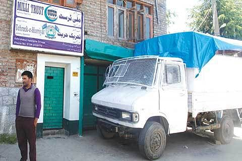 Geelani's house out-of- bounds for local journalists, civilians