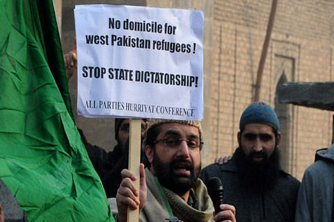 Video  Domicile row: Mirwaiz leads protest outside Jamia Masjid