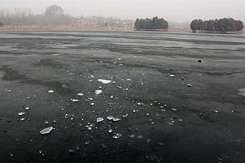 Kashmir reels under sub-zero temperature
