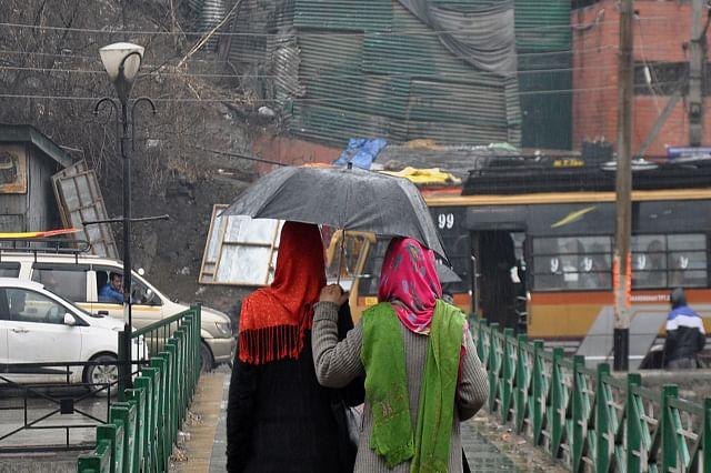 Brollies Out As Rains Lash Srinagar