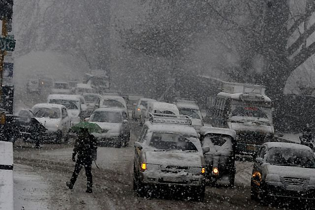 Srinagar, Other Areas Receive Fresh Snowfall