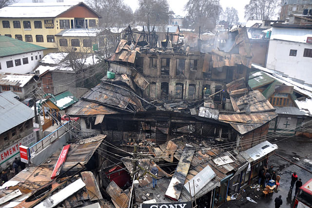Over a dozen shops, bank gutted in Kashmir blaze