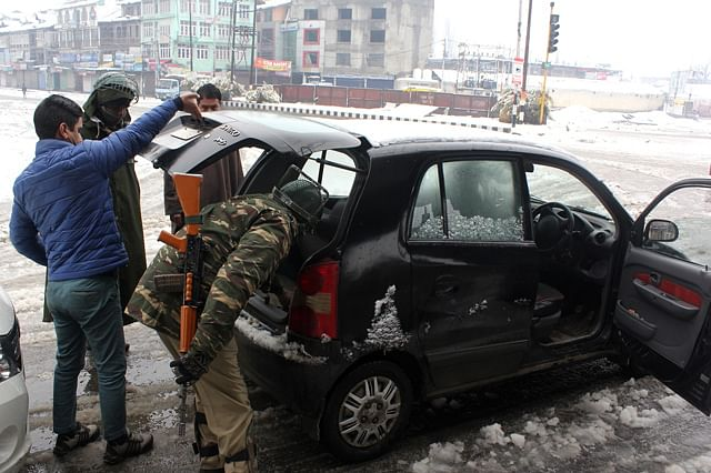 Tight security on R-Day in Kashmir