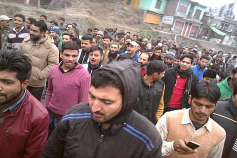 Locals, traders protest in Chanderkoote against alleged high-handedness of police officer
