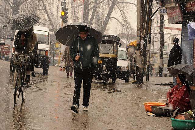 Video: Cold wave grips JK; fresh snowfall in Srinagar