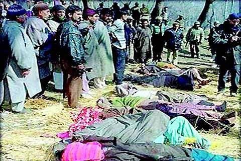 Jan 6 1993: BSF men killed 75 civilians, burnt Sopore market