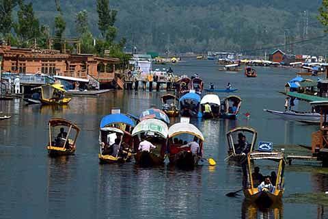In 2016, Kashmir witnesses 55% downslide in tourist arrivals
