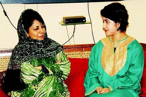 'Dangal' girl Zaira Khan calls on Chief Minister