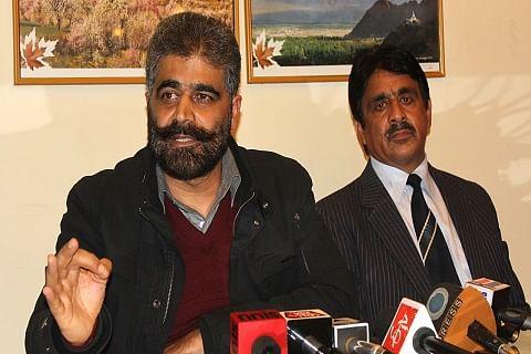 Nayeem Khan pays tributes to Moulana Tahir Rizvi