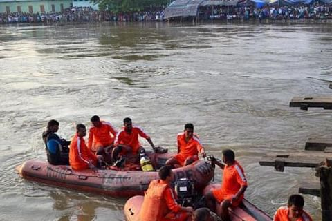24 dead after boat carrying 40 capsizes in Bihar