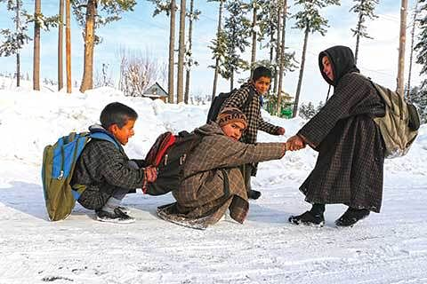 Slight respite from cold after fresh snowfall in Kashmir areas