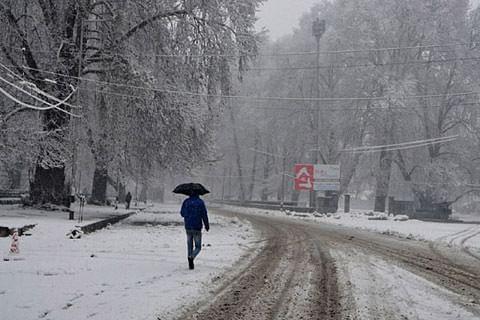 Video: Fresh snowfall breaks cold wave cycle in Kashmir