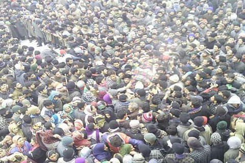 Thousands brave snow, cold to participate in militant's funeral in Bijbehara